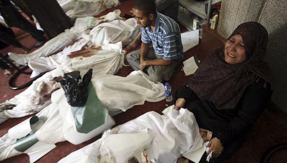 Familiares lloran a los manifestantes fallecidos el miércoles. (Reuters)