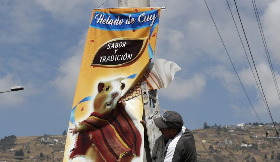 El hermano de María del Carmen Pilapaña le cedió un lugar, ubicado a un costado de la autopista General Rumiñahui, que une a Quito con la ciudad de Sangolquí, para que vendiera sus helados. (Foto: AP)
