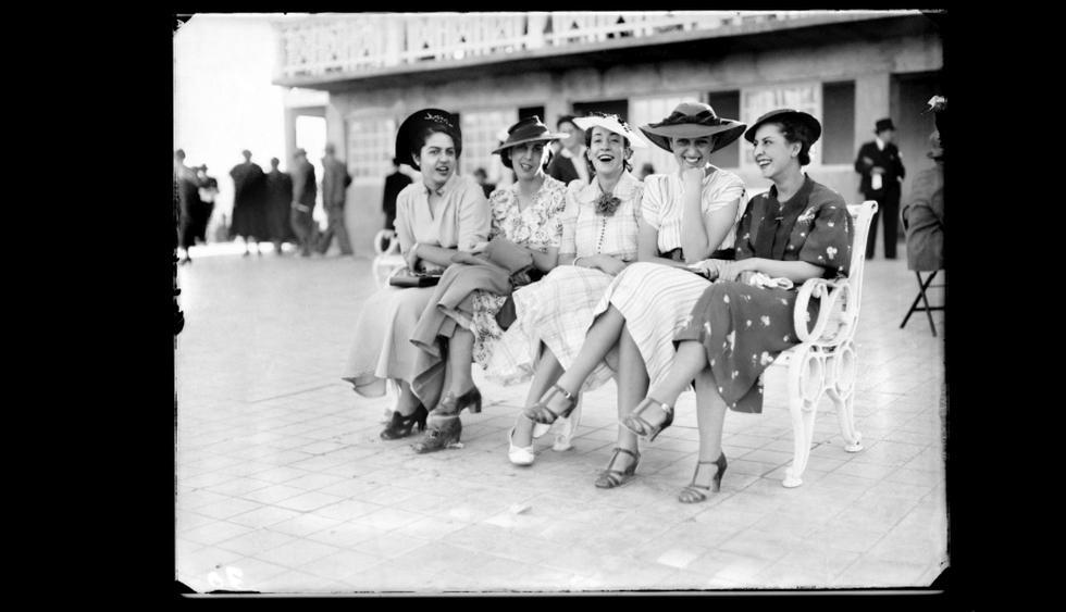 """Muestra """"Archivo fotográfico 'M. J. Glave y V. Alcázar Fotógrafos'. Arequipa, S. XX""""."""