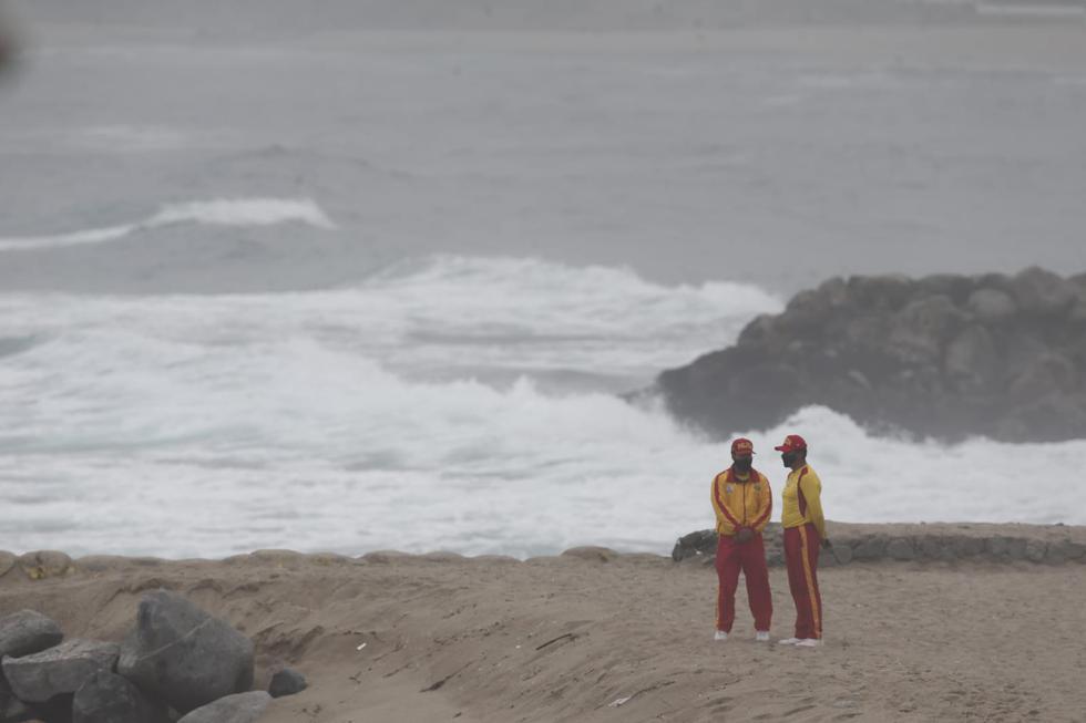 El cuerpo hallado en la playa La Escondida km 46.2 ¡sería del piloto José Molla. (Fotos: Andrés Paredes / GEC)