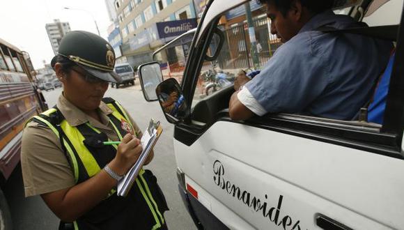 NO HAY EQUIPOS. Policía no tiene escáner para verificar puntos. (César Fajardo)