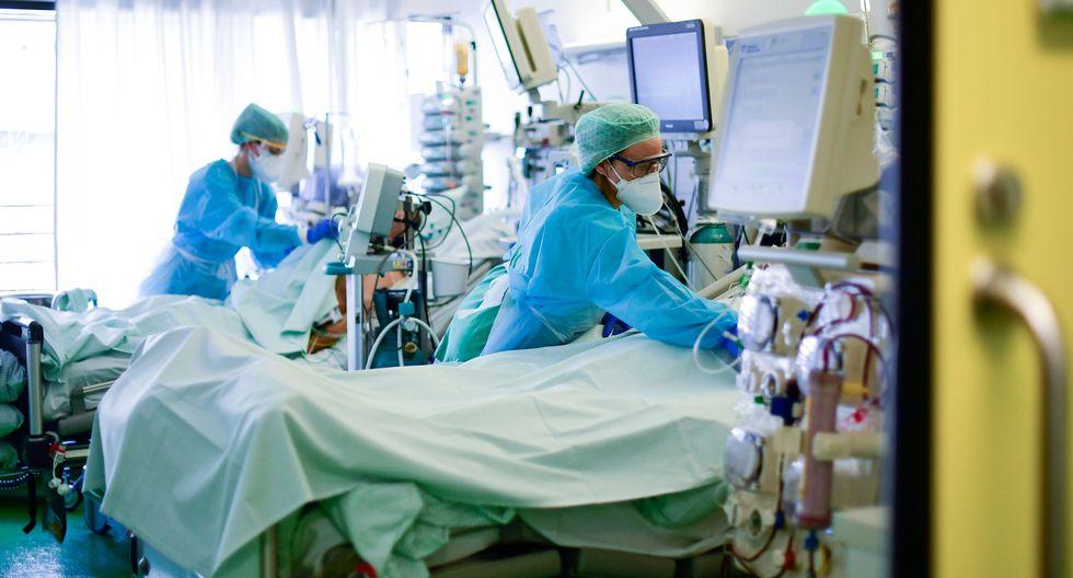 Médicos realizan el trabajo más importante durante esta pandemia. (Foto: AFP)