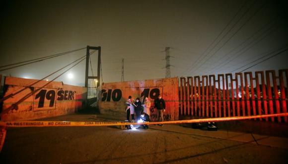 Arrojan cadáver de hombre esta madrugada, en la Av. Malecón Checa en San Juan de Lurigancho. Tenía signos de tortura y un cartel.  (Foto: César Grados/@photo.gec)