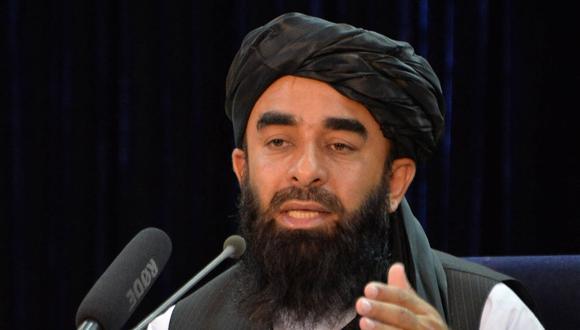 El portavoz de los talibanes, Zabihullah Mujahid, habla durante una conferencia de prensa en Kabul el 24 de agosto de 2021. (Hoshang Hashimi / AFP).