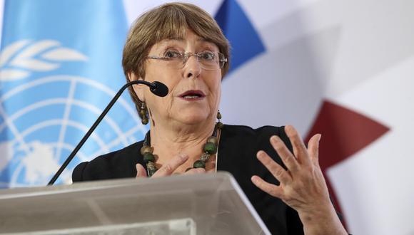 Bachelet indicó que su oficina recibió informaciones sobre individuos armados, incluido el oficial fuera de servicio, que habrían disparado en dirección a los manifestantes, periodistas y transeúntes, así como sobre la muerte de dicho funcionario. (John DURAN / AFP).