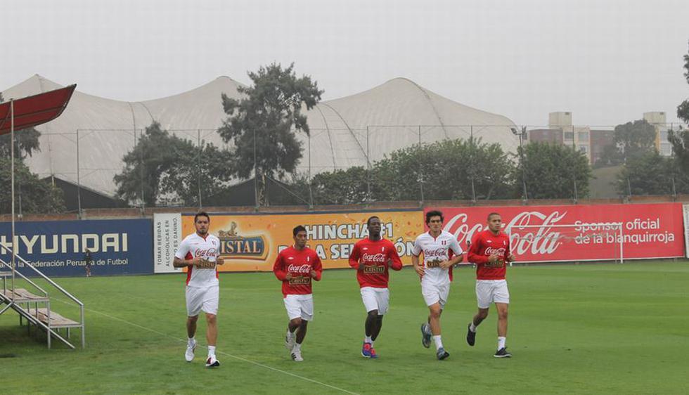 Álvaro Ampuero,Alexander Callens,Juan Carlos Mariño, Luis Advíncula,Juan Vargas trotan en la Videna. (Difusión)