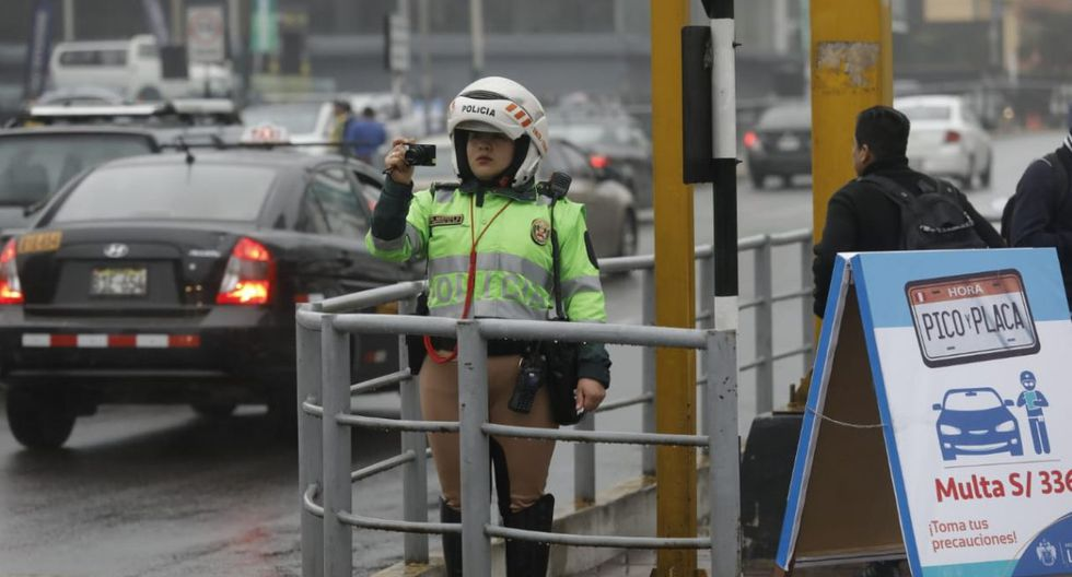 La Policía y los inspectores de Tránsito realizan los trabajos de fiscalización en las avenidas comprendidas en del plan. (Foto: Anthony Niño De Guzmán/GEC)