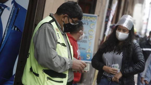 En el mercado paralelo o casas de cambio de Lima, el tipo de cambio se cotiza a S/ 3.965 la compra y S/ 3.995 la venta de cada dólar. (Foto: Cesar Campos / GEC)