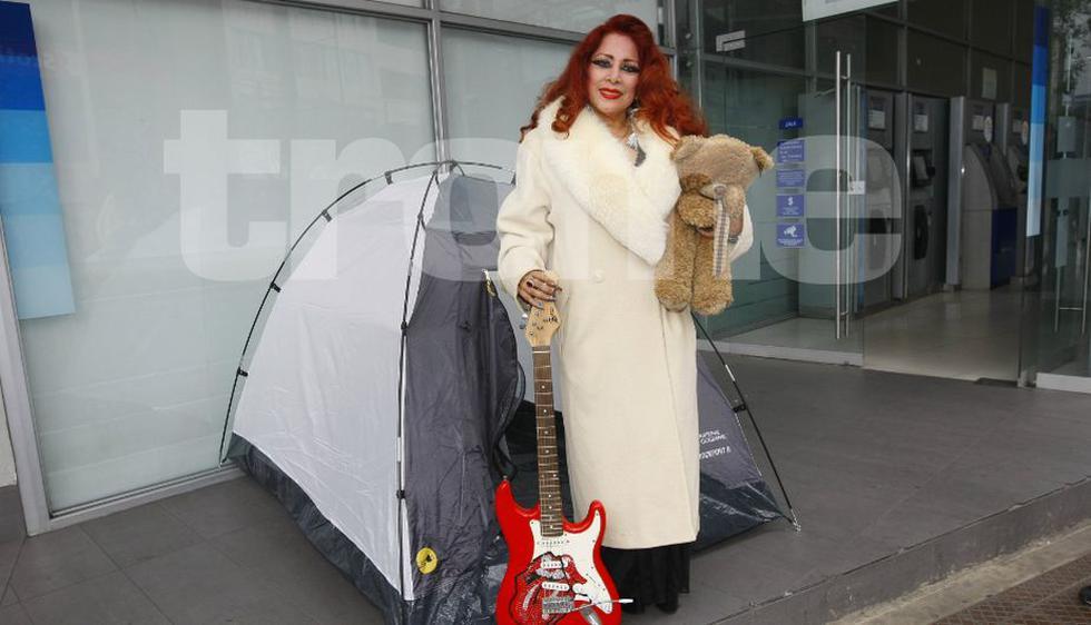 Monique Pardo 'acampó' en la calle por comprar entradas para ver a Mick Jagger. (Trome)