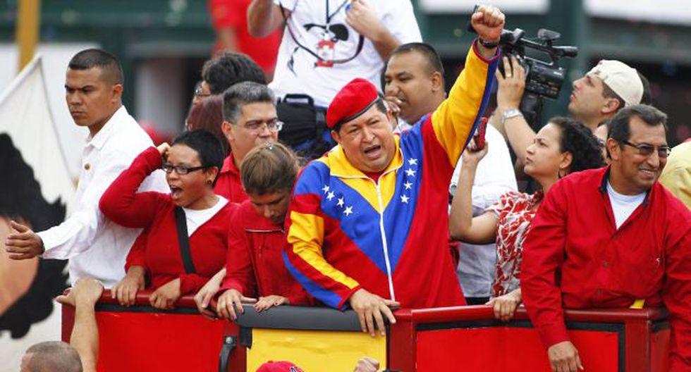 'MAREA ROJA'. Chávez se mostró en camión descapotado ante miles de sus fieles que lo acompañaron. (Reuters)