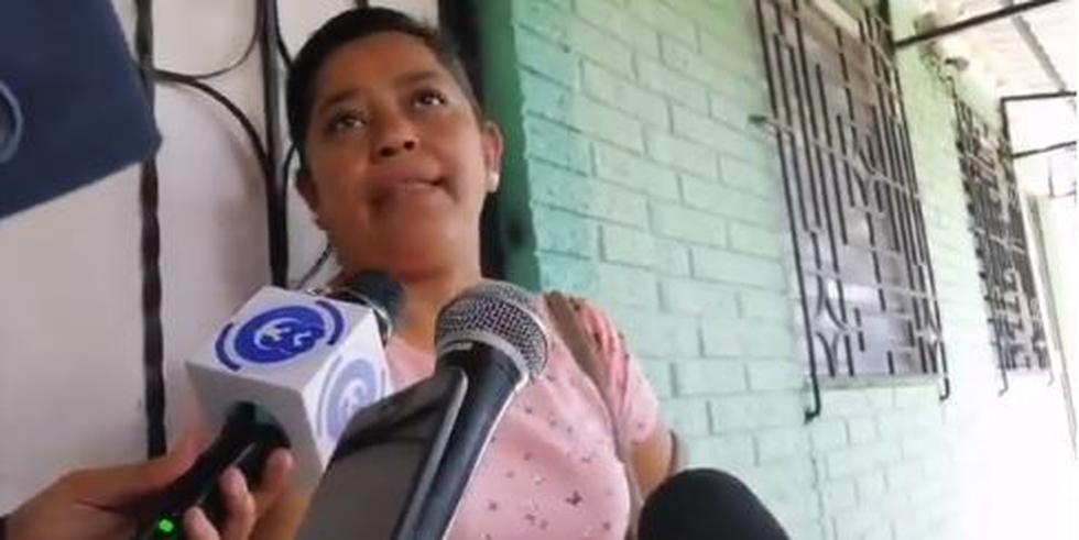 """Madre de migrante salvadoreño que murió con su niña: """"Le dije que abandonara el sueño américano"""". (Captura)"""