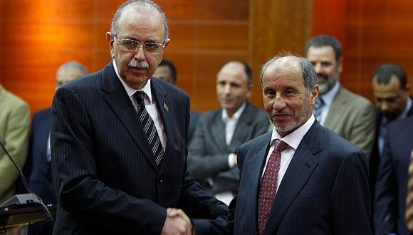 Primer ministro libio Abdel Rahim al Kib y Cónsul Mustafá Abdeljalil. (Reuters)