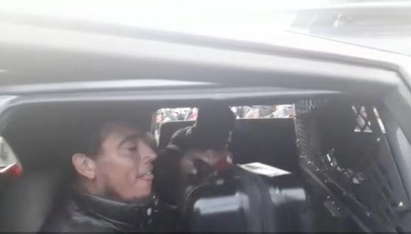 Delantero de Binacional y asistente tuvieron que ser llevados en patrullero. (Captura)