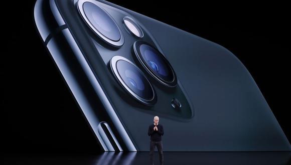 Fotografía de archivo fechada el 10 de septiembre de 2019 que muestra al CEO de Apple, Tim Cook, mientras habla sobre el iPhone durante el Evento Especial de Apple en el Steve Jobs Theatre en Apple Park en Cupertino, California (Estados Unidos). (EFE/ John G. Mabanglo ARCHICO).