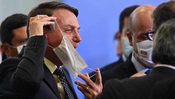 Bolsonaro llegó a vetar en 2020 el uso obligatorio de mascarilla en comercios, escuelas y templos religiosos. Sin embargo, el Congreso tumbó poco después ese veto. (Foto: EVARISTO SA / AFP)