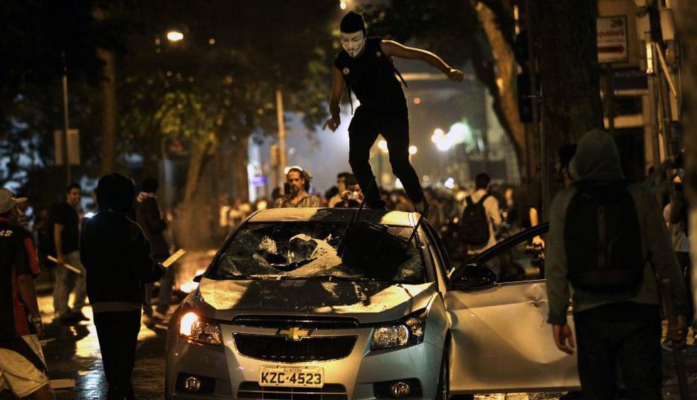 Violencia se apoderó de las principales calles de Brasil. (AP)