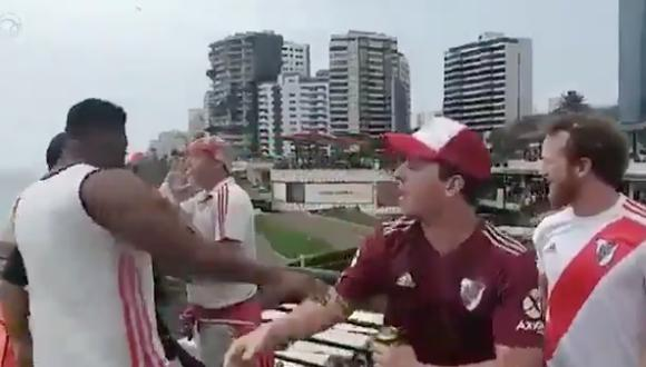 La trifulca se registró luego que un grupo de hinchas argentinos lanzaran insultos racistas a los seguidores de Flamengo. (Captura)