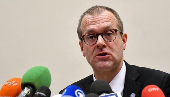 Esta foto de archivo tomada el 26 de febrero de 2020 muestra al director de la OMS en Europa, Hans Kluge, durante una conferencia de prensa en Roma. La OMS espera que Europa experimente un aumento en el número diario de muertes por COVID-19 en octubre y noviembre de 2020. (Alberto PIZZOLI / AFP)
