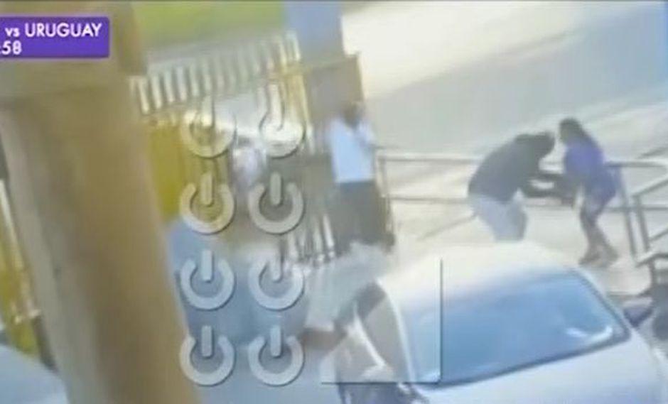La mujer retiró dinero de una agencia bancaria ubicada dentro de un conocido centro comercial en Canta Callao. (Foto: Captura/Latina)