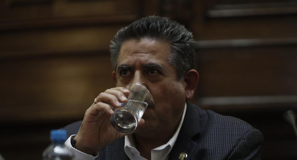 """Manuel Merino: """"De ninguna manera"""" ley de reposición de docentes choca con la carrera magisterial"""