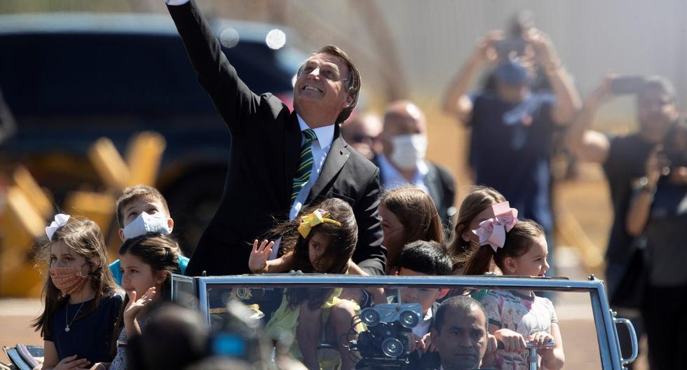 El presidente de Brasil, Jair Bolsonaro, participa de una ceremonia oficial en el Palacio de la Alvorada, en la ciudad de Brasilia. Foto del 7 de setiembre de 2020. (EFE/ Joédson Alves).