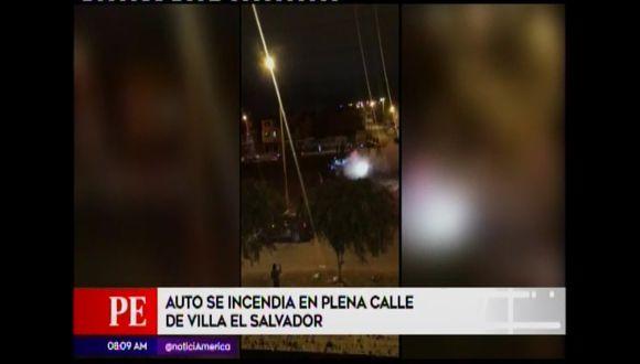 Queman carro en Villa El Salvador. (América Noticias)