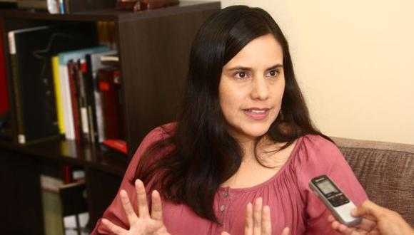 Verónika Mendoza demanda a PPK que aclare presuntos vínculos con Odebrecht.