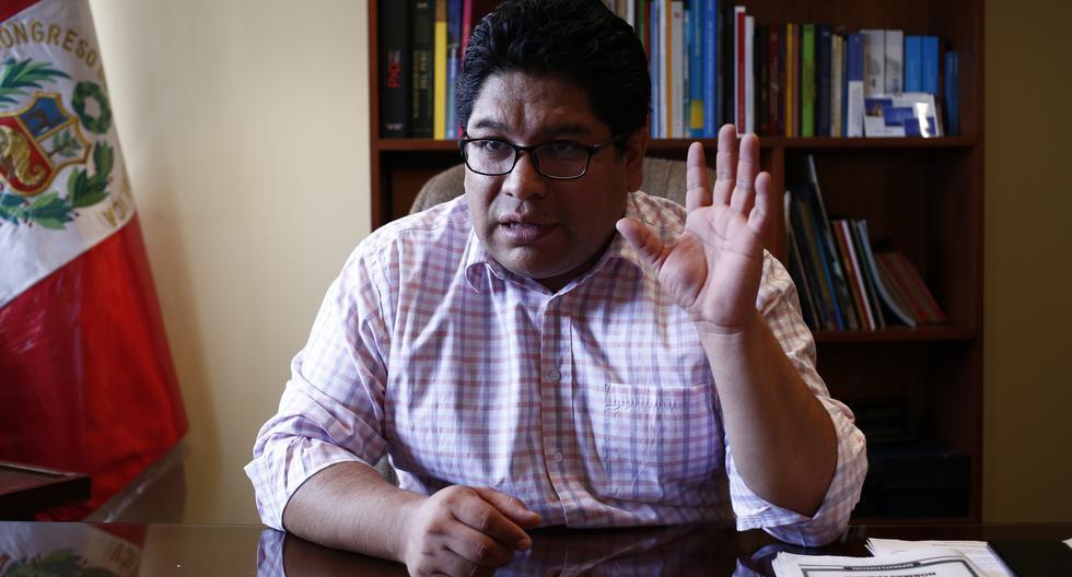 Congresista Rennán Espinoza dice que le ofrecieron una vacuna contra COVID-19 en octubre del 2020