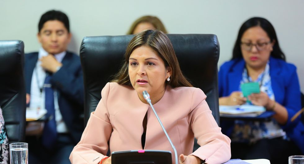 """Karina Beteta cuestionó la filtración """"selectiva"""" de los chats de La Botica que involucran a Fuerza Popular. (Foto: Congreso)"""