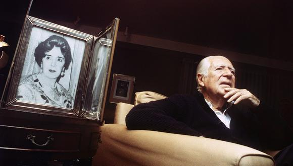 Década del 2000. Entrevista al ex presidente Fernando Belaunde. En la imagen se aprecia el retrato de su madre Lucila Terry. Foto: GEC Archivo Histórico
