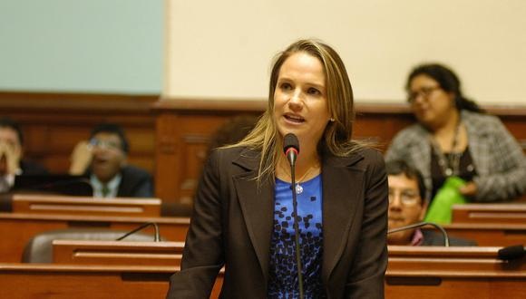 Piden impedimento de salida del país contra Luciana León. (GEC)