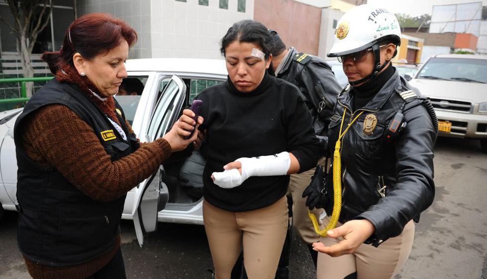 La subficial Nelly Fernández quedó enganchada en el espejo del auto del sujeto que la arrastró por 10 metros. (Ministerio del Interior)