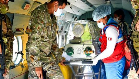 Madre de Dios: En el vuelo de emergencia también viajó el padre del bebé, quien agradeció el apoyo de las autoridades. (Foto: Difusión)