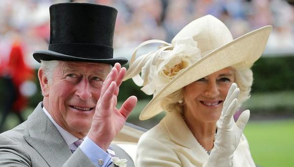 El príncipe Carlos de Inglaterra recibe la vacuna contra el coronavirus. (Foto: AFP)
