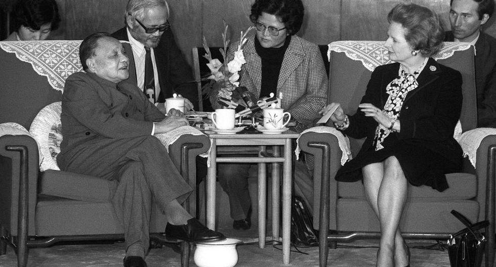 Imagen de 1984 de Thatcher con el líder chino Deng Xiaoping. (AFP)