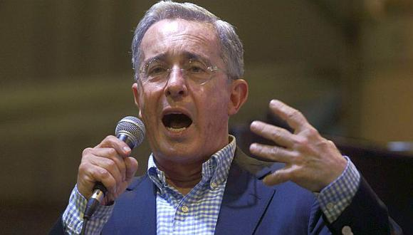 FARC acusan a Álvaro Uribe de estar detrás del espionaje a negociadores. (AFP)