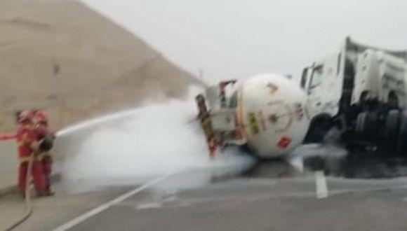Vuelco de cisterna de gas obliga a cerrar la Panamericana Sur en Chincha (Foto: COEN)