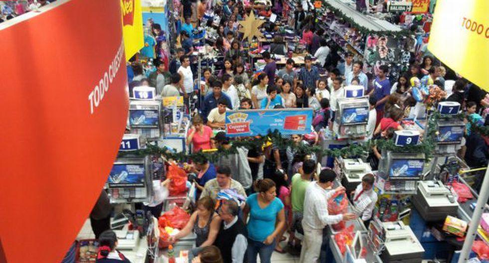 Cientos de clientes  habrían esperado infructuosamente para acceder a las anunciadas ofertas. (USI)