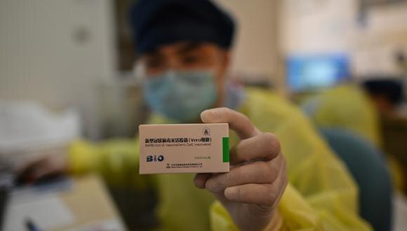 Según la Cancillería del país asiático, China ha proporcionado hasta la fecha un total de 700 millones de dosis de sus vacunas a más de cien países. (Foto: Hector RETAMAL / AFP)