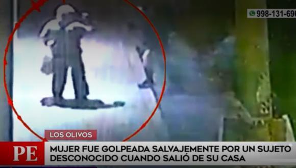 Mujer fue agredida brutalmente por un desconocido cuando salía de su vivienda, en Los Olivos. Foto: captura América Tv