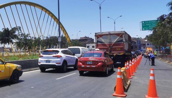 Autoridades reabrieron dos carriles del puente Bella Unión en el sentido norte a sur. (Foto: Municipalidad de Lima)