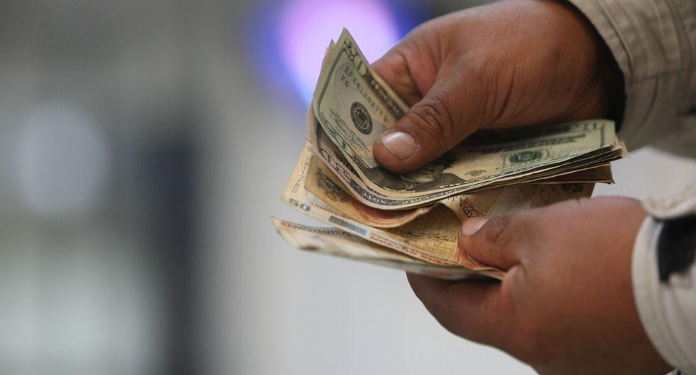 En el mercado paralelo o casas de cambio de Lima, el tipo de cambio se cotizaba a S/ 3.390 la venta. (Foto: GEC)