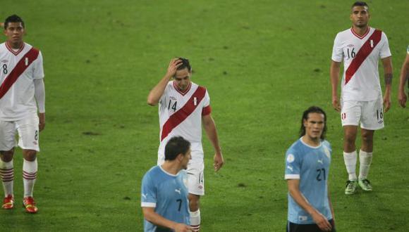 No aguantó más. Pizarro se salió de sus casillas y culpó a defensas de la derrota ante Uruguay. (Luis Gonzales)