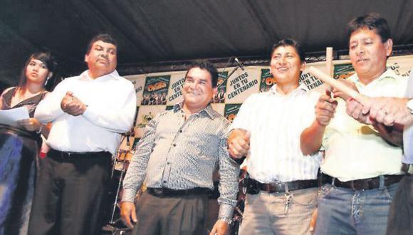 Jorge Aldazábal (a la izquierda), 'Comeoro', alcalde de Tambopata, Aldo Rengifo y Gilbert Galindo. (USI)