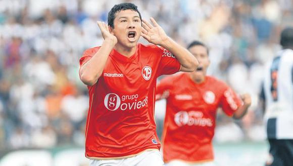 Ysrael Zúñiga explota tras el gol de la victoria y se lo dedica a la barra rival. (Mario Zapata)