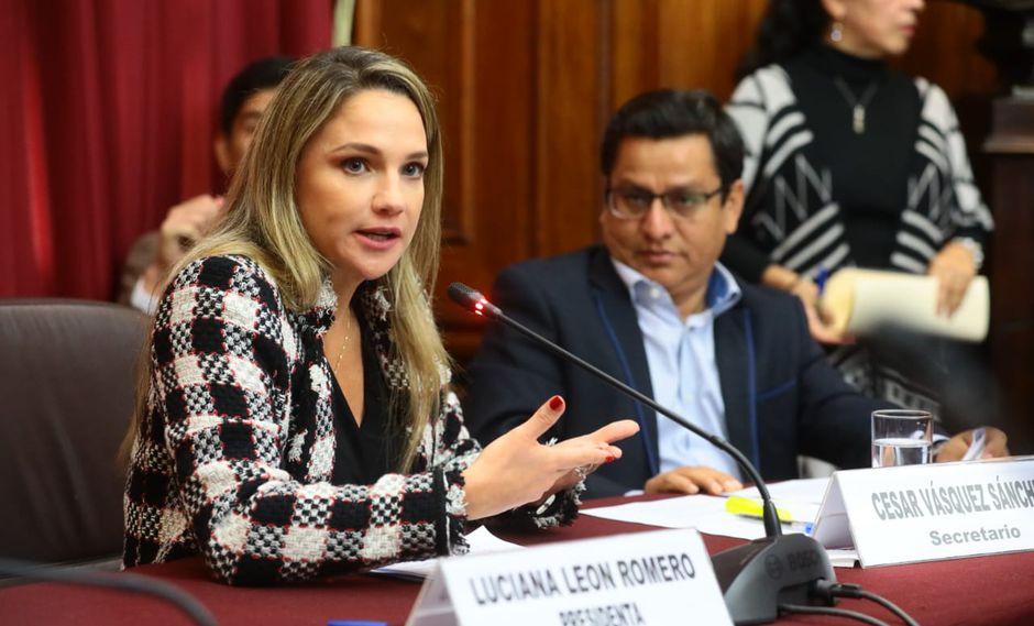 La congresista Luciana León señaló que el presidente Martín Vizcarra debe permanecer hasta el 2021. (Foto: Congreso)