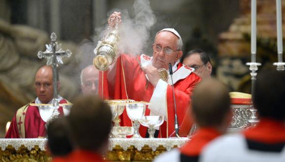 TIEMPOS DE CAMBIO. Francisco sigue con su reforma de la Iglesia Católica y lo hace públicamente. (AFP)