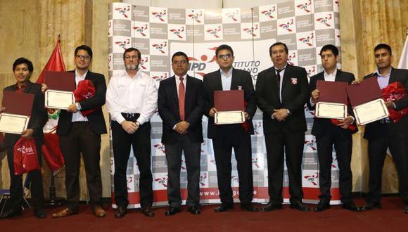 Ceremonia de reconocimiento a los ajedrecistas por el IPD. (Difusión)