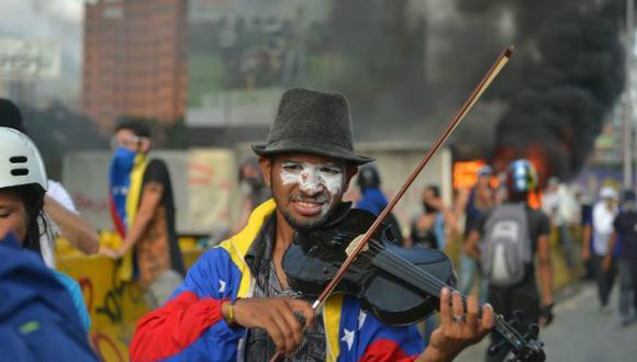 """Wuilly Arteaga aseguró que con su violín solo intentaba llevar un """"mensaje de paz"""" en medio de protestas."""
