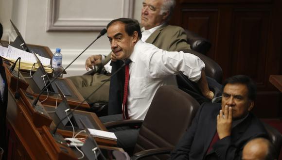Yonhy Lescano estuvo en el pleno mientras la presidenta de la Comisión de Ética, Janet Sánchez, expuso el informe que recomienda suspenderlo por 120 días. (Foto: Mario Zapata / GEC)
